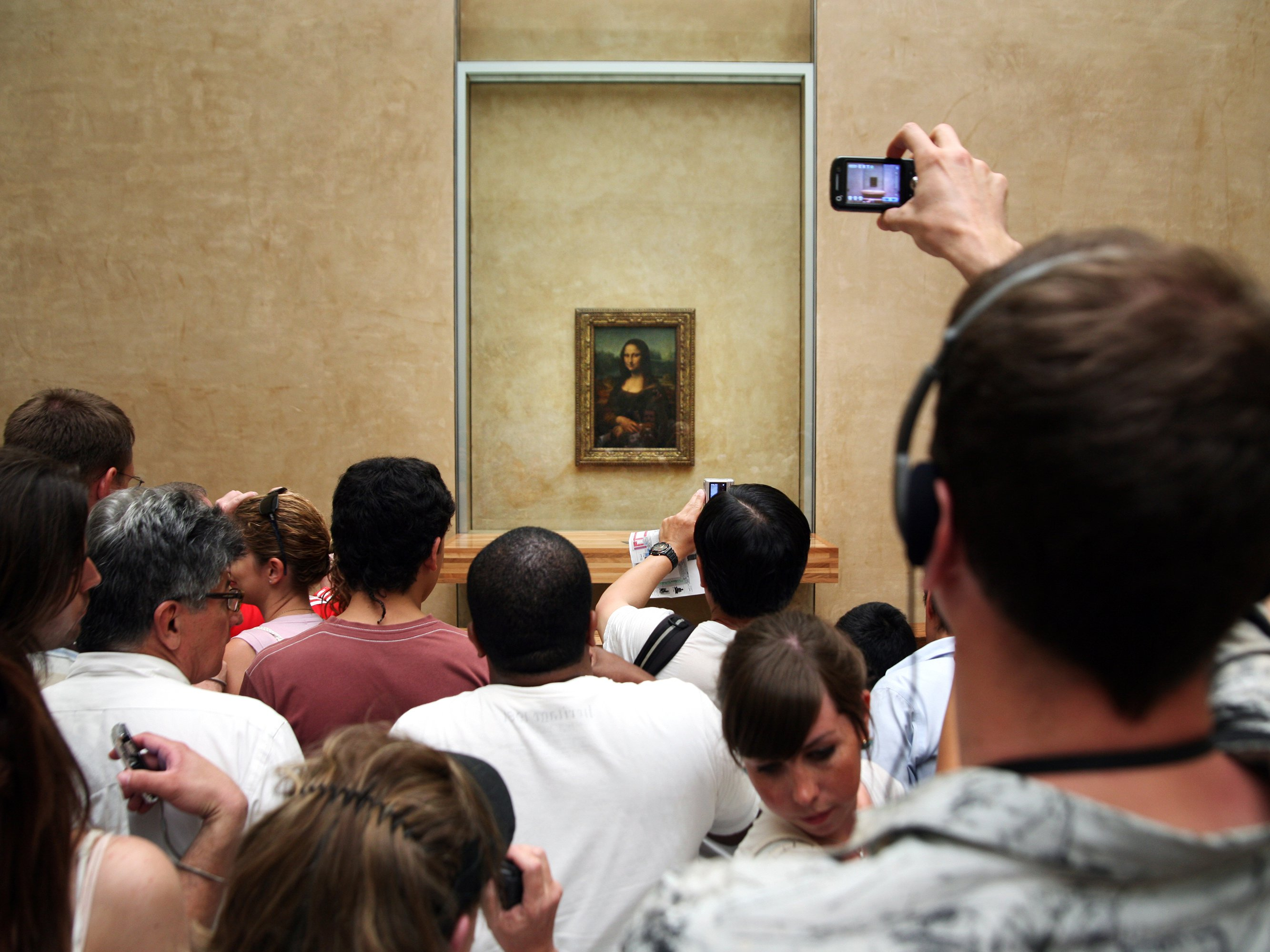 mona-lisa-crowds_0